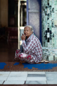 Burmese woman smoking inside the Mahamuni Pagoda. © Envela Castel, all rights reserved